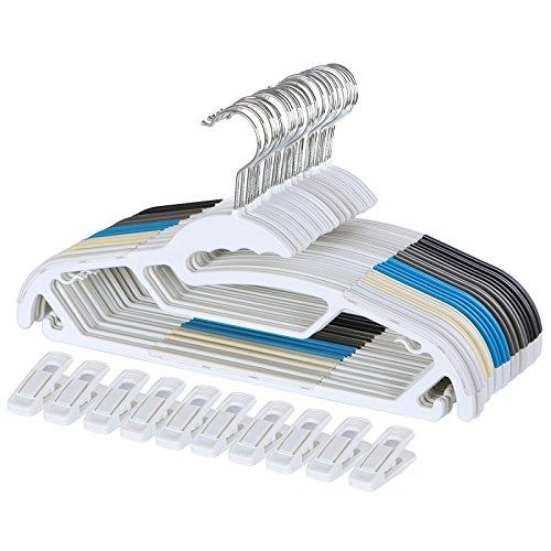 SONGMICS 50 Kleiderbügel aus Kunststoff, je 10 x in Blau Schwarz Grau Weiß Beige mit 10 Klammern, platzsparend, mit rutschfesten Gummi-Aufsätzen, 360°drehbarem Metallhaken, CRP41M-50A (Add-on-schals)