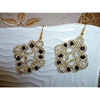 Orecchini al chiacchierino color oro con Swarovski neri e perle bianche
