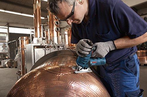 Bosch Professional GST 25 Metal Pendelhubstichsäge im Einsatz