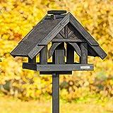 VOSS.garden Vogelhäuschen Rydbo | Vogelhaus-Set | mit Aufstellpfahl | schwarz gestrichene Fichte | mit Futter-Schornstein und Reinigungsöffnung | Vogelhaus Vogelfutterplatz Futterhaus