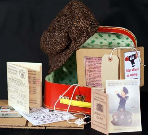 GAS MASK BOX /& LABEL KIDS SET 1940/'s-School Curriculum-Wartime KNITTED TANK TOP