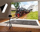 YongFoto 1,5x1m Vinile Sfondo Fotografico La vecchia ferrovia locomotiva antica del treno segue verde Campo d'erba Cielo blu Nuvola bianca Natura Primavera Fondale Foto Festa Bambini Boby Nozze Adulto Partito Studio Fotografico Puntelli