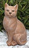 Steinfigur Katze sitzend in Terrakotta, wetterfeste Deko-Figur für Wohnung, Haus und Garten