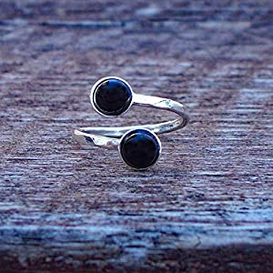 Bottled Up Designs Recycelte antike schwarze Depression Glas gehämmert Sterling Silber Bypass-Ring