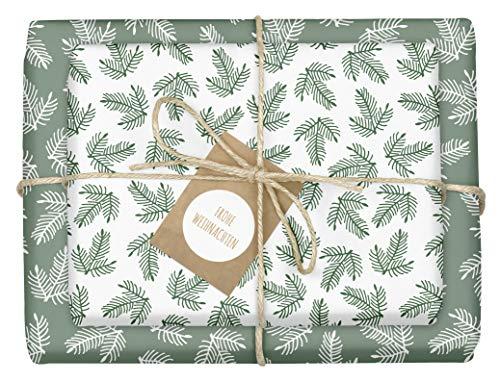 4x Geschenkpapier Weihnachten: grün-weiße Tannenzweige | hochwertige, beidseitig bedruckte Bögen Weihnachtsgeschenkpapier | inkl. 4x Anhänger im Set | Recycling-Papier | edel, für Erwachsene