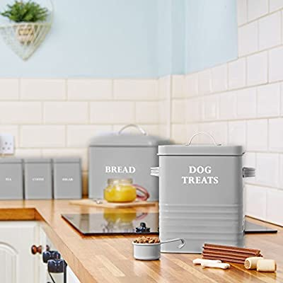 Andrew James Dog Treat and Food Storage Tin with Lid | 2.5KG Capacity | Serving Scoop Included | Rust Resistant Powder Coated Iron | Grey with White Text Label | 18 x 15.5 x 24.5cm