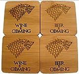 """Fastcraft Game of Thrones-Untersetzer aus Bambus, Motiv Haus Stark Wappen Schattenwolf und englischer Aufschrift """"Beer"""" bzw. """"Wine Is Coming"""", 10 x 10 cm"""