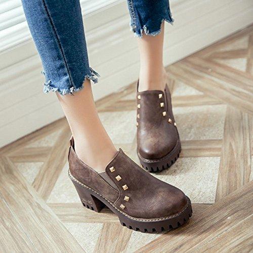 Mee Shoes Damen mit Nieten chunky heels runde Pumps Braun