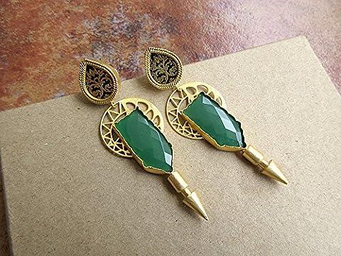 Geometrische mit Filigran geschmückte Gold Ohrringe mit Thewa und Green Onyx - Statement Ohrringe von Enhara / Ethnic Indian Earrings DE633