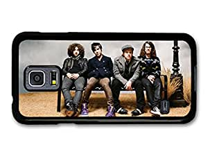 Fall Out Boy FOB Gang Sitting On Bench coque pour Samsung Galaxy S5 mini