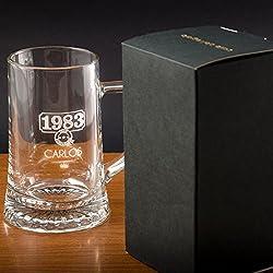 Regalo para hombres por su cumpleaños, aniversario, Navidad, Día del Padre... Jarra de cerveza personalizada con nombre y año de nacimiento grabados en estuche