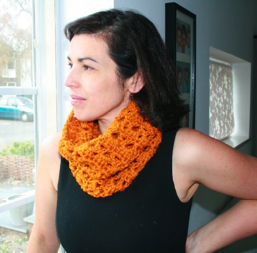 Kostüm Teen Girl - Crochet Pattern teens and adult girls cowl / scarf (English Edition)