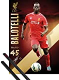1art1 Poster + Sospensione : Calcio Poster Stampa (91x61 cm) FC Liverpool, Mario Balotelli 2014/15 E Coppia di Barre Porta Poster Nere
