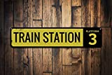 Dozili Nummernschild für Bahnhof, personalisierbar, Zugmann-Höhle, personalisierbar, Zug-Dekoration – Hochwertiges Aluminium, 10,2 x 45,7 cm