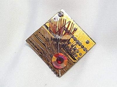 Speciimen - Bijou pour Femme en Circuit Imprimé Recyclé avec Cristal Swaroski - Pendentif Doré Carré - Exemplaire Unique Fait Main