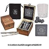 WOMA 4 Whisky Steine mit 1 Whiskey Glas, Zange, Untersetzer & Holz Geschenkbox - Whiskeysteine Geschenkset aus natürlichem Basalt - Eiswürfel Wiederverwendbar -