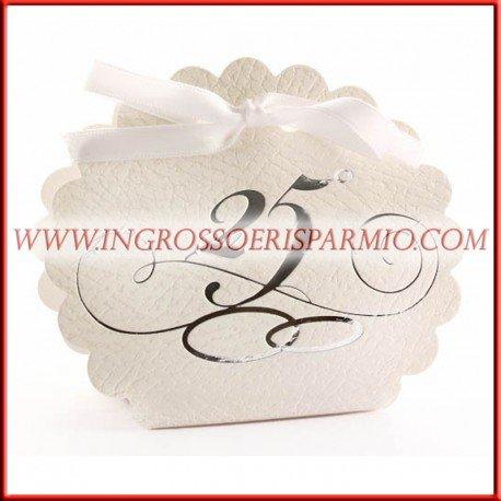 Scatolina portaconfetti segnaposto in cartoncino bianco con scritta