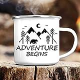 Wandtattoo-Loft Campingbecher Adventure Begins Emaille Tasse/Becher mit Motiv/Abenteuer Beginnt in den Bergen/silberner Tassenrand