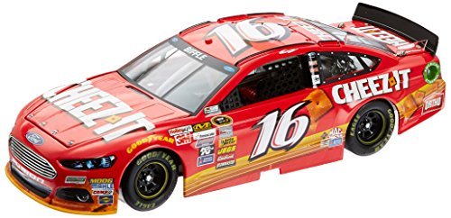 lionel-racing-greg-biffle-16-cheez-it-2015-ford-fusion-124-scale-arc-hoto-official-diecast-of-nascar