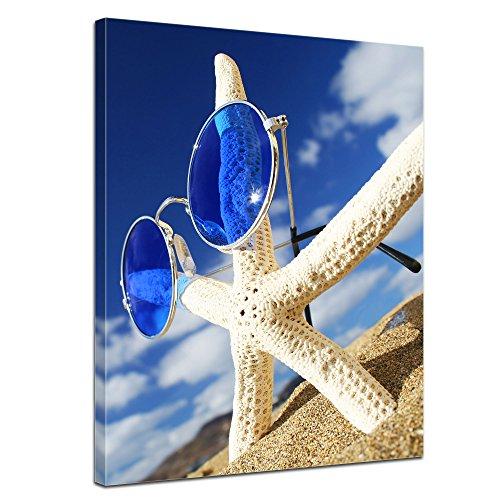 Wandbild - Seestern - Bild auf Leinwand 60 x 80 cm - Leinwandbilder - Bilder als Leinwanddruck - Urlaub, Sonne & Meer - Blauer Himmel - Seestern mit Sonnenbrille