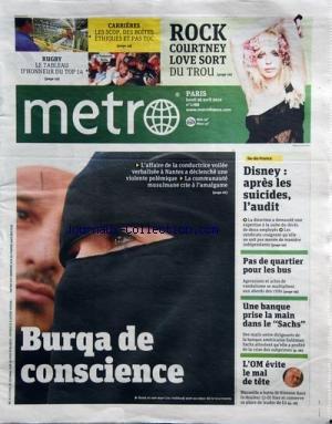 metro-no-1788-du-26-04-2010-la-burqa-de-conscience-anne-et-son-mari-lies-hebbadj-au-coeur-de-la-tour