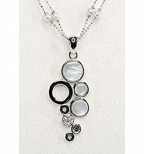 Parure femme en nacre blanche, ensemble assortie du collier et des boucles d'oreilles design grappe. Boite cadeau gratuit