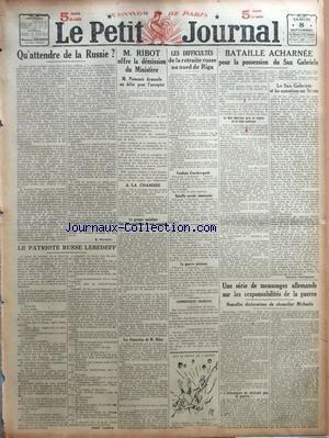 PETIT JOURNAL (LE) [No 19979] du 08/09/1917 - QU'ATTENDRE DE LA RUSSIE ? PAR S. PICHON - LE PATRIOTE RUSSE LEBEDEFF PAR ALBERT LONDRES - M. RIBOT OFFRE LA DEMISSION DU MINISTERE - LES DIFFICULTES DE LA RETRAITE RUSSE AU NORD DE RIGA COMMUNIQUES FRANCAIS - BATAILLE ACHARNEE POUR LA POSSESSION DU SAN GABRIELE - LE SAN GABRIELE ET LES OPERATIONS SUR TRIESTE PAR BERTHAUT - UNE SERIE DE MENSONGES ALLEMANDS SUR LES RESPONSABILITES DE LA GUERRE.