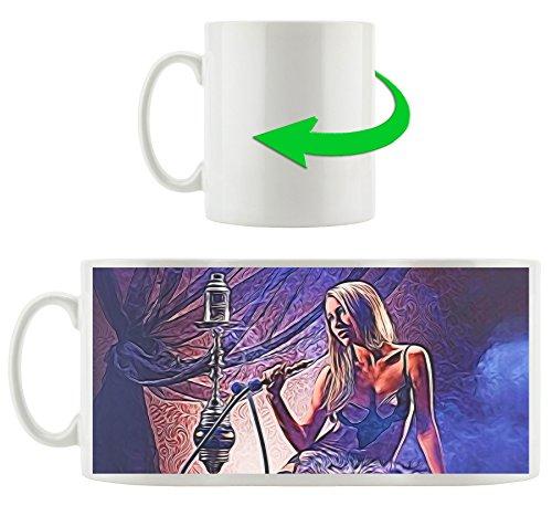 Jeune femme avec shisha, Motif tasse en blanc 300ml céramique, Grande idée de cadeau pour toute occasion. Votre nouvelle tasse préférée pour le café, le thé et des boissons chaudes.