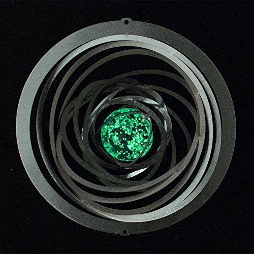 Edelstahl Windspiel - Strudel Glow 200 - Abmessung: 20 x 20 cm - inkl. Aufhängung und fluoreszierender Glaskugel