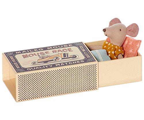 maileg-little-sister-matchbox-mouse-colore-giallo-a-pois-con-lenzuola-in-confezione-regalo