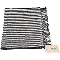 100% sciarpa in cashmere con nappa leggera, 26/2 Composizione filo mongolo, tessuto a mano, modello nero a righe nero grigio © Moksha Cashmere