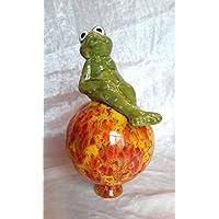 Gartenkugel mit Froschfrau aus Keramik, Handarbeit, tolle Geschenkidee