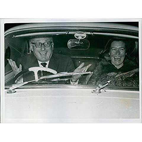 Vintage photo of So happy.... the Duke and the Duchese in a car after their weedingBedford, duke of, marries for 3rd time using Nicole Milinair, French TV producer.Sept. 1960. - 1951 1952 1953 1954 Car