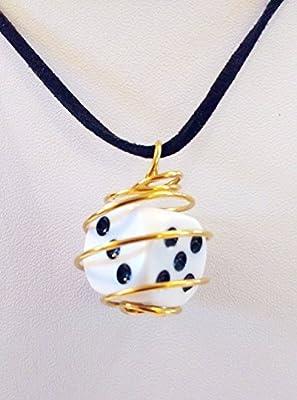 Collier de cuir pendentif dé six faces en cage dorée D6