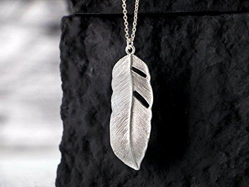 Feder-Kette silber: Schlichte lange versilberte Gliederkette mit einem modernen Feder-Anhänger, das perfekte Geschenk für Sie