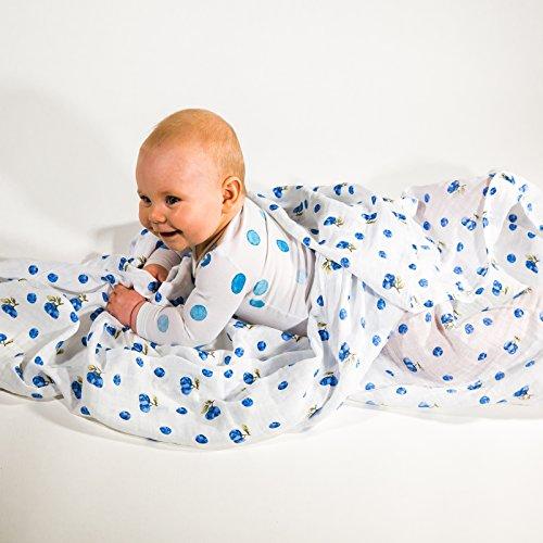 Pucktuch 100% Bio-Baumwolle | XL-Größe: Mulltuch 120x120 cm | Moltontuch atmungsaktiv & anti-allergisch | Spucktuch | Unisex Stilltuch für Mädchen & Jungen | Wunderschön verpackt, Blaubeeren (Bio-baumwolle Unterlage)