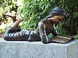 Kunsthandel Lohmann Bronzefigur 'Liegendes Mädchen Babs mit Buch'