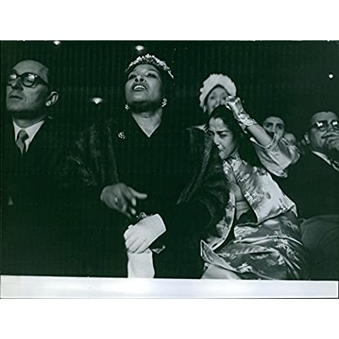 Vintage Foto Di Edna Mae Holly guardare la partita di marito, Sugar Ray Robinson.
