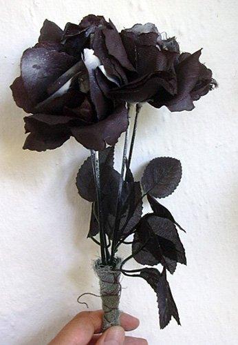 Schwarzer Gothic-Strauß- - Rosen-Bouquet