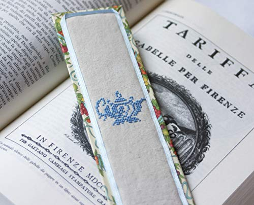 Lesezeichen. Handmade Lesezeichen. Kreuzstich Lesezeichen. Lavendel. Hellblau. Teekanne. Light blue. Teapot. Bookmark. Made in Italy. Cross stitch. Embroidery bookmarks. -