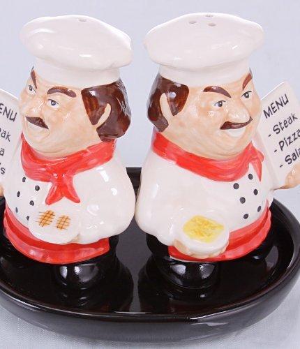 Salz und Pfefferstreuer Set Salz und Pfefferstreuer Keramik handgemacht Koch (rot) auf schwarzen Unterteller - Handgemachte Salz