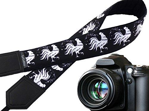 Symbol-schal (Weiß Rooster Kameragurt. Huhn. Symbol 2017. stilisierten Kater. Gepolsterte Kamera Gurt. Schwarz und Weiß. Kamera Zubehör. 00361)