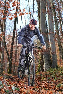 druck-shop24 Wunschmotiv: Senior auf dem E-Mountainbike im Wald #118760778 - Bild auf Leinwand, Foto-Poster, Alu-Dibond, Acrylglas, Forex-Platte, Klebe-Folie