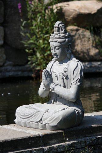 Figura de Buda Guanyin orando en la posición del loto - para casa y jardín - Altura 66 cm - gris 5