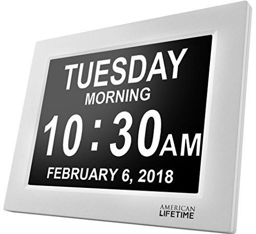 Day Clock - Reloj Digital Grande, Sin Abreviaturas, Para Ancianos y Pacientes con Demencia - 5 Opciones de Alarmas y Recordatorios de Medicamentos - 1 Año de Garantia (blanco)