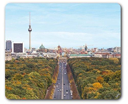 Preisvergleich Produktbild 1art1 93893 Berlin - Blick Über Die Stadt, Von Der Siegessäule Zum Brandenburger Tor Mauspad 23 x 19 cm
