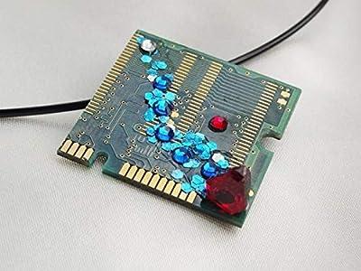 Speciimen - Bijou pour Femme en Circuit Imprimé Recyclé avec Cristal Swaroski - Pendentif Vert Carré - Exemplaire Unique Fait Main