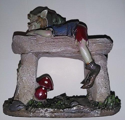 Pixies Figur korrigans auf Gartenbank Stein Höhe 9cm