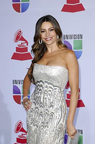 Sofia Vergara (Wearing A Reem Acra Gown And Jewelry From Her Kmart Collection) At Arrivals For 12Th Annual Latin Grammy Awards - Arrivals, Mandalay Bay Events Center, Las Vegas, Nv November 10, 2011. Photo By: Elizabeth Goodenough/Everett Collection Photo Print (40,64 x 50,80 cm) (Grammy Awards Latin)