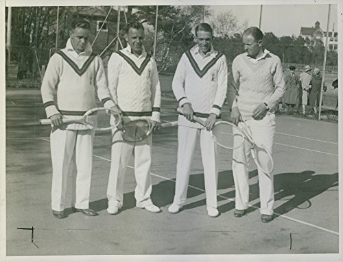 vintage-photo-of-roy-malcolm-and-other-players-standing-together-for-a-group-portrait